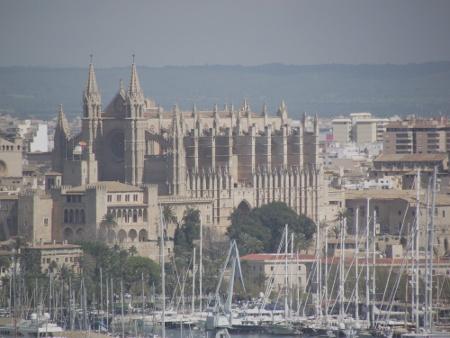 Kathedrale in Palma mit Marina